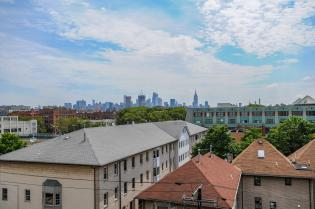 904 Jefferson St 6G balcony 1