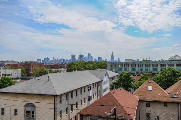904 Jefferson St 6G balcony 1