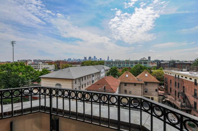 904 Jefferson St 6G balcony view