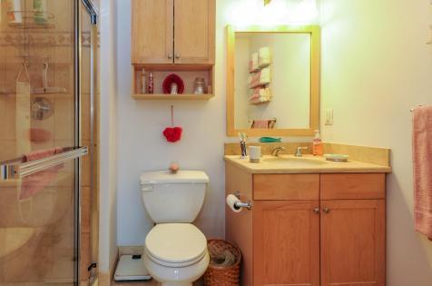 904 Jefferson St 6G bathroom 3