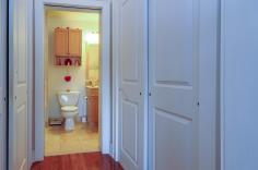 904 Jefferson St 6G bathroom hall