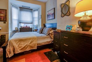 907 Washington St - 04 Apartment bedroom