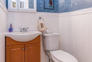 907 Washington St - 09 Duplex half bath