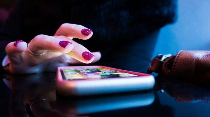 social dilemma Netflix smartphone addict girl with phone