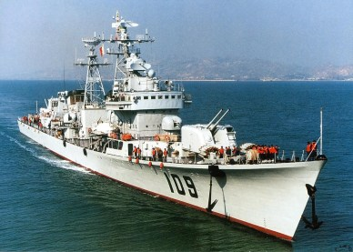 Type 051 Luda DDG-109 Kaifeng with HQ-7