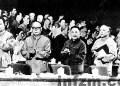 中國共產黨十一屆三中全會1978年12月18~22日在北京舉行。左起:華國鋒、葉劍英、鄧小平、李先念、汪東興在主席臺上。圖/網絡截屏