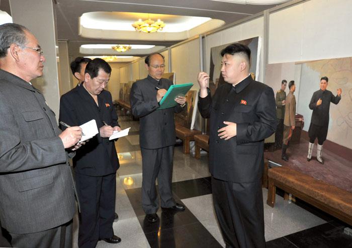 Kim Jong-un at Mansudae Art Studio, May 13, 2013 | Via Rodong Sinmun