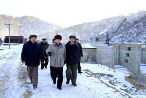 DPRK Premier Pak Bong-ju assesses dam construction on Chongchun River, January 2014. Image via Rodong Sinmun.