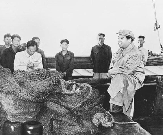 Kim Il Sung and Fishermen at Nampo
