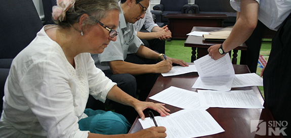 Signing the Memorandum of Understanding (MOU) | Image: Kayla Iacovino/Sino-NK