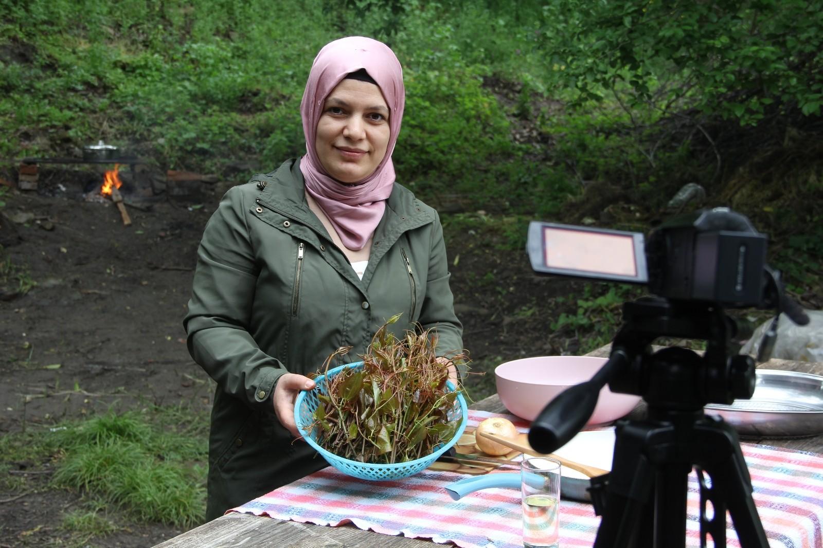 Ev hanımıydı Youtuber oldu, köyünün lezzetlerini dünyayla paylaşıyor