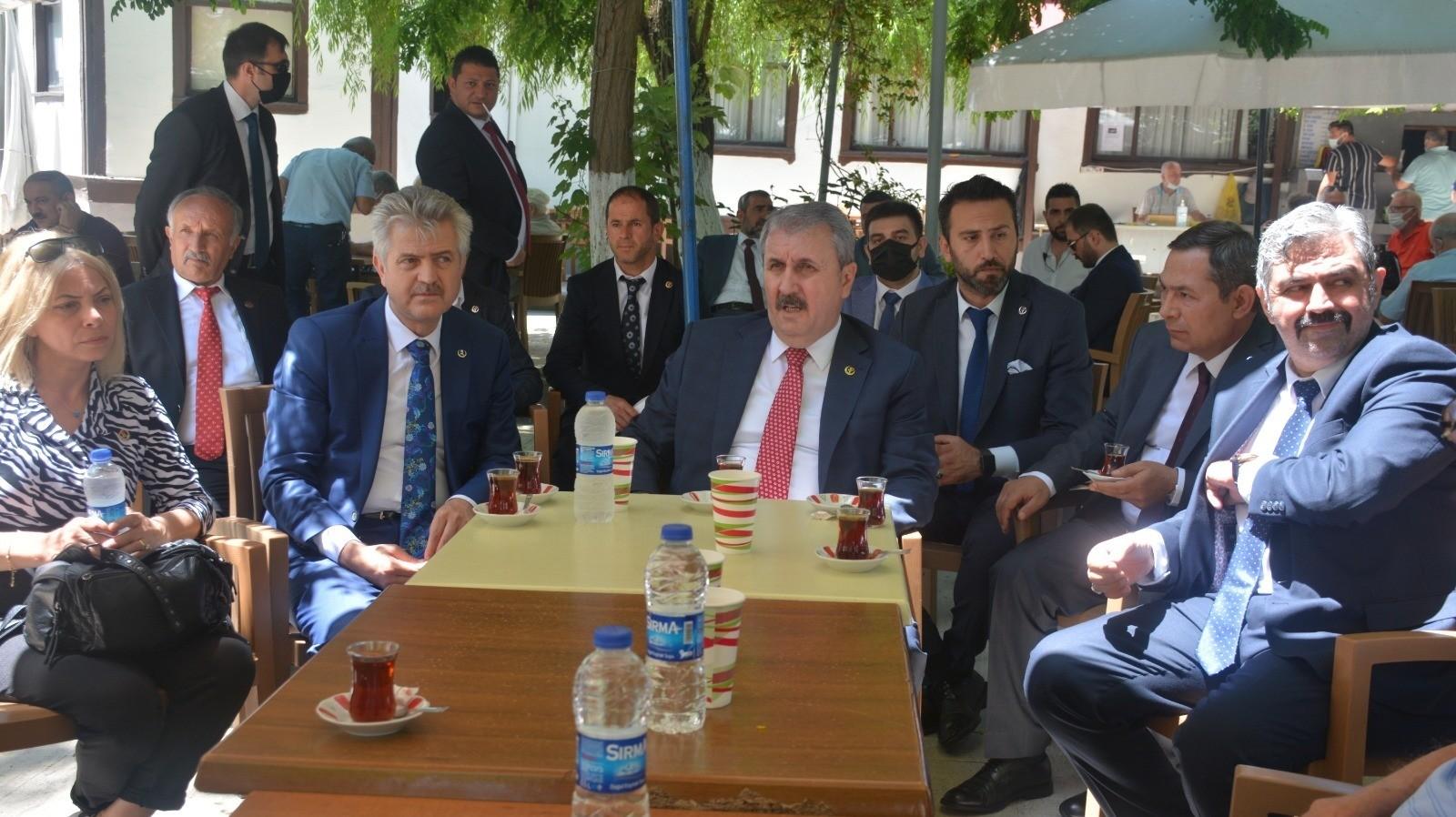 """Mustafa Destici'den müsilaj yorumu: """"Fabrikalar elektrik parasını ödememek için arıtma tesislerini çalıştırmıyorlar"""""""