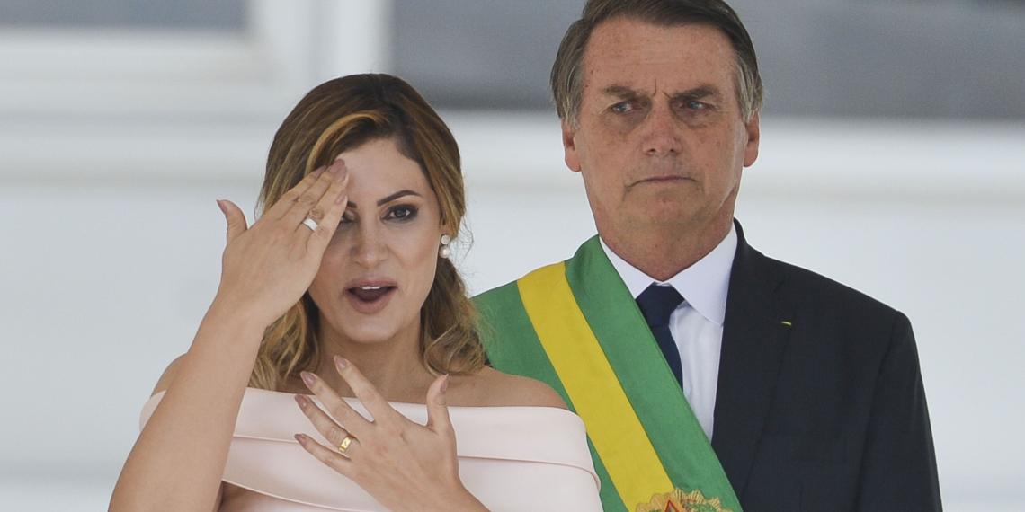Bolsonaro chama repórter de 'Mané', ao ser questionado sobre avó de Michelle
