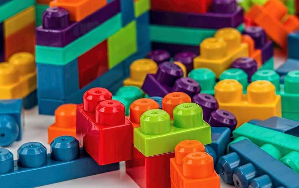 faire ses devoirs autrement, avec des lego