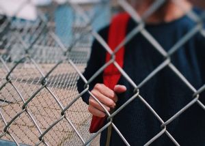 Injustice et incompétence à l'école et en dehors