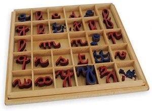 lettres mobiles en bois Montessori