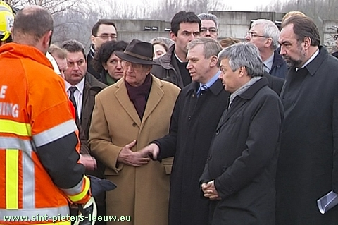 Koning Albert bezocht de plaats van de treinramp in Buizingen.