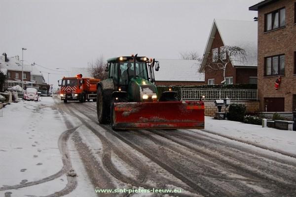 2012-12-07-sneeuwruimer-SINT-PIETERS-LEEUW