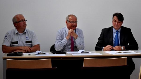 2013-06-04-samenwerkingsakkoord-De-Lijn_en_sint-pieters-leeuw_01