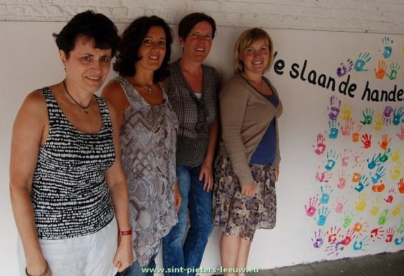 Directrice Greta Muylaert en de leden van de werkgroep; juf Kathleen, juf Evelyne en juf Ilse.