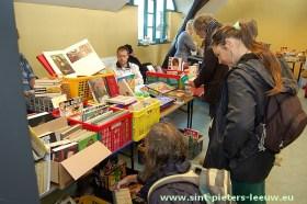 2013-10-27-boeken-spelletjes_verkoop_02
