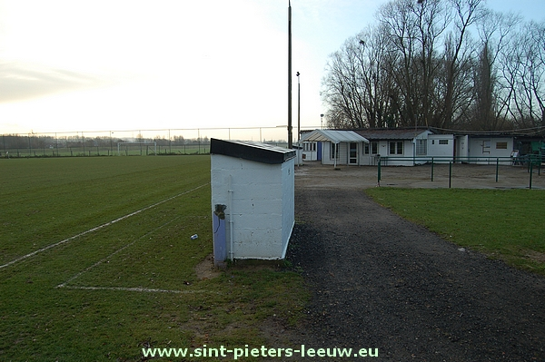 Huidig voetbalveld van FC Negenmanneke aan de Meerweg.