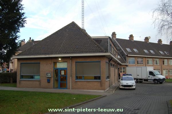 2013-12-18-verhuis-politiepost-1