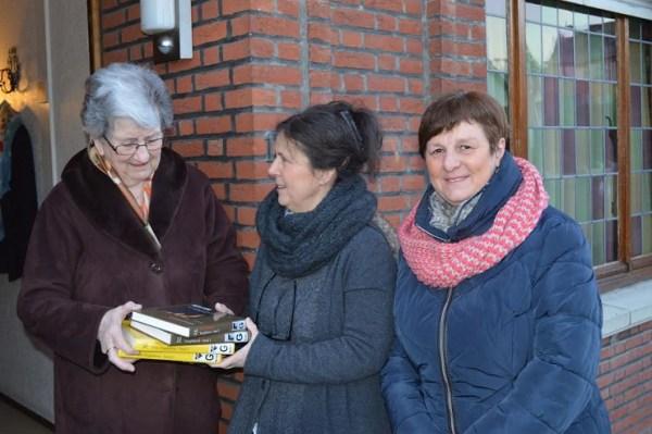 'Bib aan huis', met bibliotheekmedewerker Bea Suetens en vrijwilliger Anny De Ridder