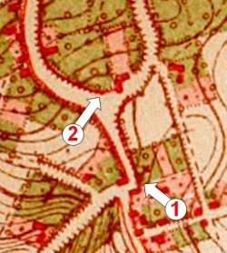Afb. 3:Militaire stafkaart uit 1882. Op positie 1 wordt ter hoogte van de afgebroken wijkkapel de kleinere (nis)kapel uit 1858 weergegeven door middel  het geijkte teken, nl. een bolletje met een kruis. Op positie 2, waar de kapel zich momenteel bevindt, is nog geen spoor van de huidige kapel.