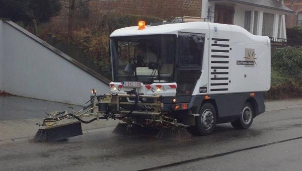 2015-01-26-nieuwe-veegmachine_Sint-Pieters-Leeuw