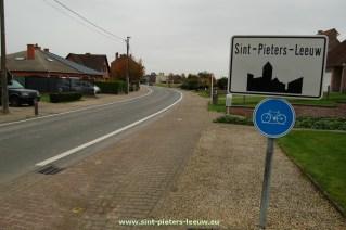 2014-10-24-bebouwde-kom_Sint-Pieters-Leeuw_Pepingsesteenweg