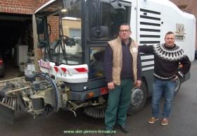 2015-03-19-milieuschepen-rijdt-mee-met-veegmachine
