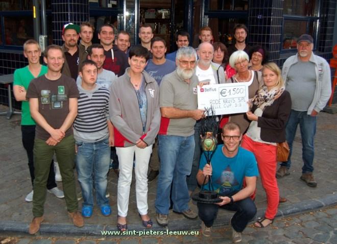 2015-06-19-cheque-Jelle-Cup_voor_Rode-Kruis_Sint-Pieters-Leeuw