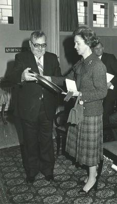 Bezoek van Koningin Fabiola aan het OCMW van Sint-Pieters-Leeuw op 23.01.1980. OCMW-voorzitter Jef Meert.