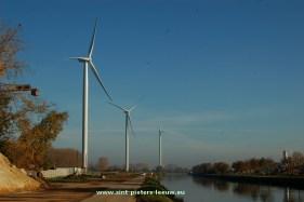 2015-11-01-WINDTURBINES_Sint-Pieters-Leeuw_Lot_aan-kanaal_Brussel-Charlerloi
