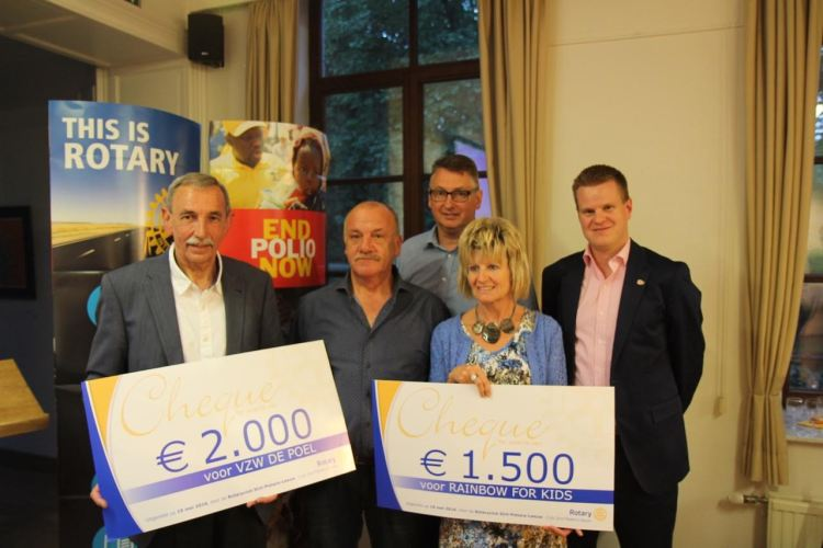 2016-05-19-Rotary-cheques_06