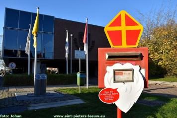 2020-11-06-gemeentehuis-brievenbus-sint