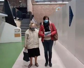 2021-03-19-vaccinatie-101jarige-Felicie Bulckaert