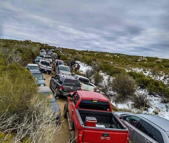 Más de 100 autos quedan varados en la Sierra Juárez - Síntesis TV