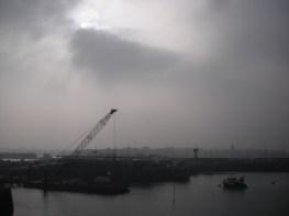 Réalisme soviétique (16 octobre 2011) - J'aime cette image en couleurs, qu'on croirait en noir et blanc, et cette photo de la cale de Saint-Malo qu'on croirait sortie d'un reportage sur l'industrie soviétique...