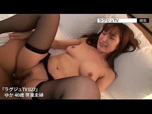 40歳の極上美熟女妻が笑顔で浮気セックスをしておまんこに中出ししてる潮吹き抜ける動画