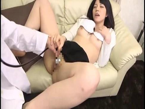 人気AV女優の上原亜衣が媚薬で発情しド淫乱痴女っぷりを発揮してる潮吹き動画