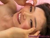 お姉さん系AV女優の前田かおりがカメラの前で恥ずかしそうにセックスする潮吹き動画無料