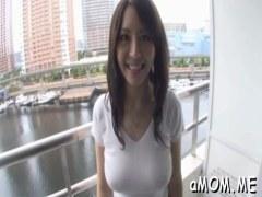 人気AV女優の竹内あいが野外露出や淫乱セックスで悶える潮吹き動画