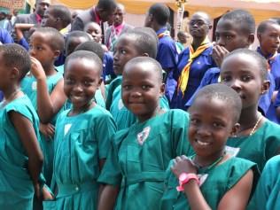 Dziewczęta ze Szkoły Podstawowej im. św. Teresy w Kisubi