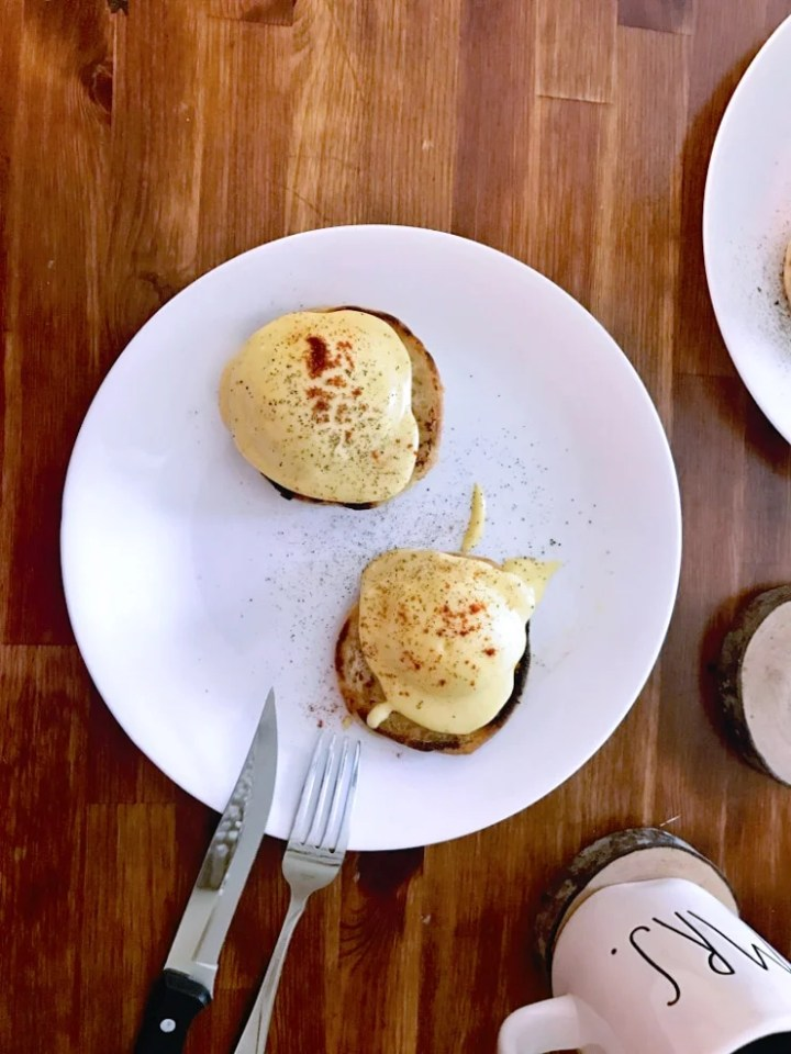 sous vide poached eggs benedict with hollandaise sauce
