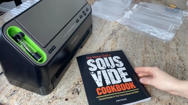 The Home Chef's Sous Vide Cookbook With Foodsaver 4400 Vacuum Sealer
