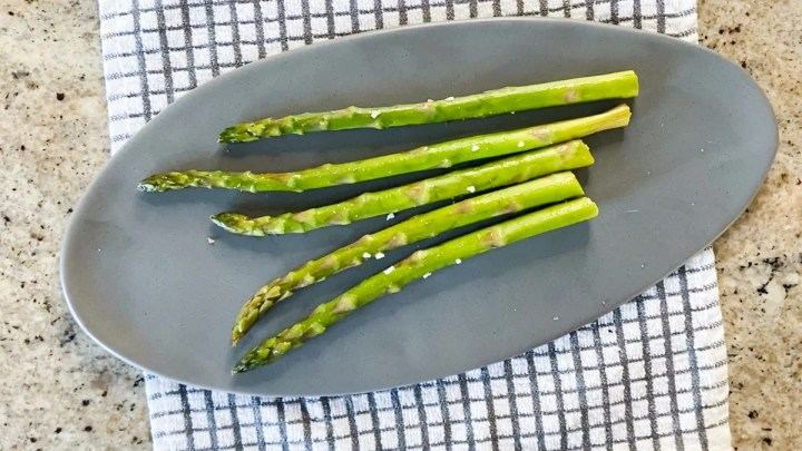 perfectly cooked sous vide asparagus