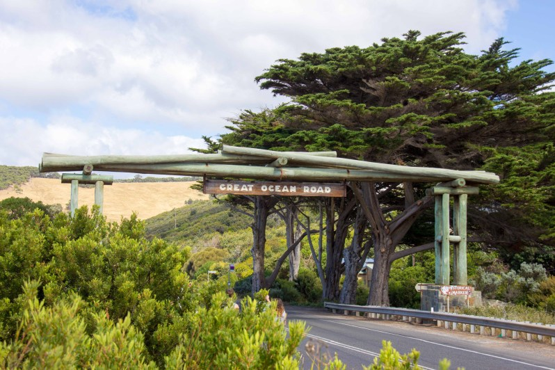 Official Start of the Great Ocean Road.jpg