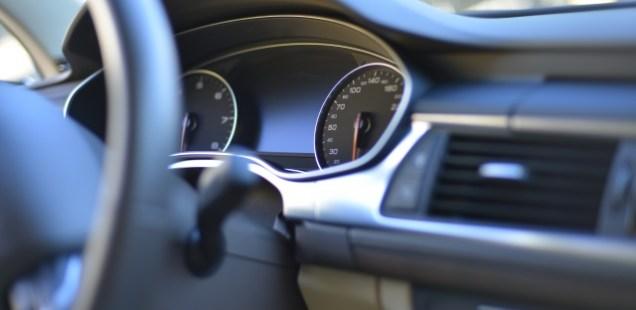 あおり運転対処方法と回避対策グッズ